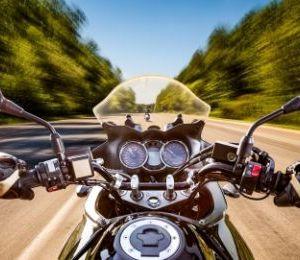 Alasan Kenapa Spion Bawaan Motor Berukuran Lebar