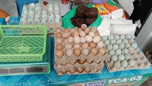 Harga sembako di Pasar Bauntung Kota Banjarbaru. (foto: koranbanjar.net)