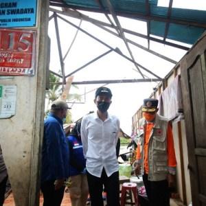 Korban Bencana Angin Puting Beliung Terima Bantuan