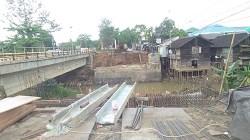 Proyek pembangunan jembatan di Jl A Yani Km 40 Kota Martapura. (foto: aristi)