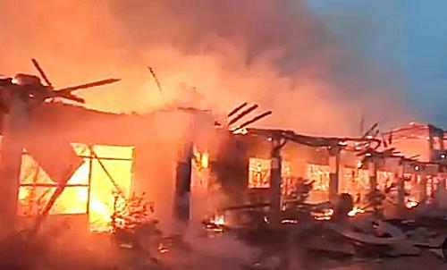 Kebakaran hebat di Ponpes Al Falah Kota Banjarbaru, Kalsel. (foto: ist)