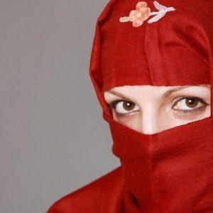 Mengenakan Jilbab Wajib Bagi Muslimah, Ini Batasan Aurat Menurut Syariat Islam