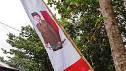 Jelang HUT RI, bendera merah putih sudah semarak dipasang di mana-mana, termasuk di Kabupaten Banjar. (foto: dewi)