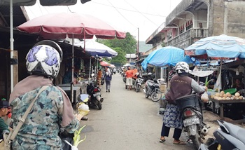 Pedagang Kaki Lima Jalan Angsana Pasar Martapura. (foto: dewi)