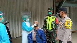 Masyarakat harus menjalani tes wab antgen di tempat di Kota Barabai. (foto:ist)