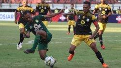 Winger Timnas Indonesia,Rizky Pora (kanan) saat memperkuat klubnya, Barito Putera di Liga 1 2019. [ANTARA FOTO/Moch Asim]