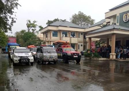 Balakar Murakata persiapan berangkat ke Kalteng menyerahkan bantuan banjir. (foto: ramli)
