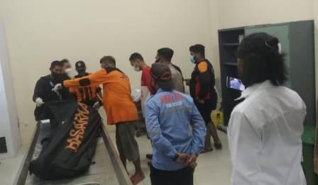 Korban tenggelam, Sadir saat dievakuasi ke Instalansi Kamar Jenazah RSUD Ulin Banjarmasin. (foto: yanda)