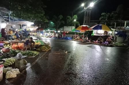 Suasana pasar sayur di Barabai, Kabupaten HST. (foto: ramli)