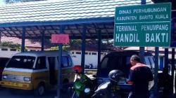 Termninal angkutan umum di Kota Marabahan sepi dari penumpang. (foto: faqih)