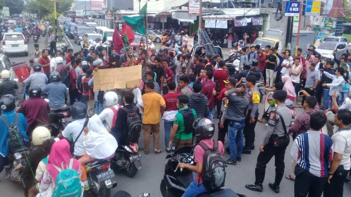 Demo Tolak Kedatangan Jokowi di Lombok Berujung Ricuh