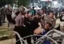 VIDEO: Polisi Pukul Mundur Massa yang Demo di Bawaslu