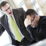 あなたの周りには居ませんか?仕事ができない上司の特徴10選!