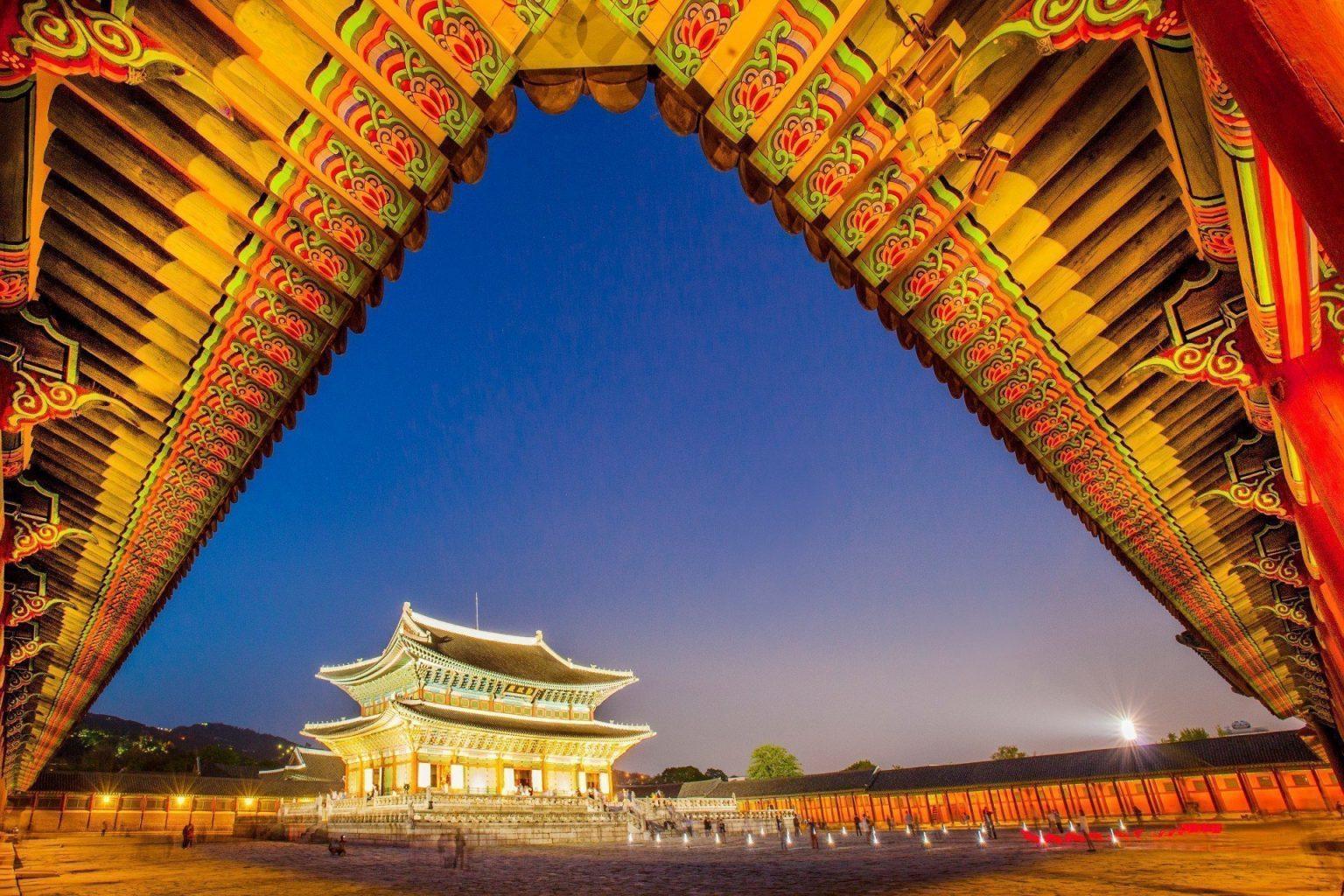 Feel Korean tradition visiting Gyeongbokgung Palace
