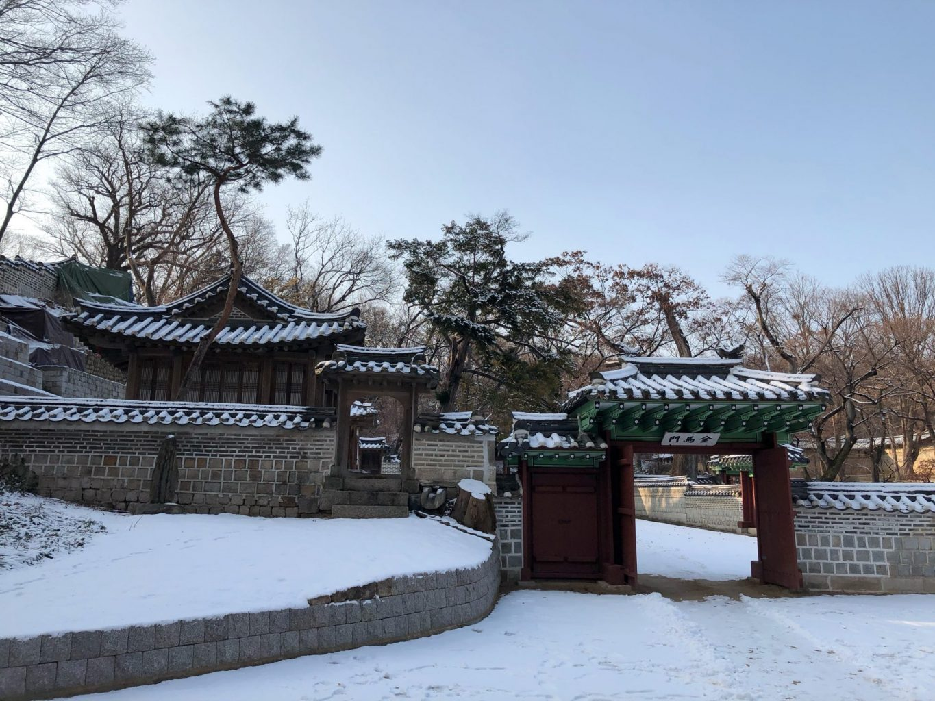 A visit to the Secret Garden of Changdeokgung Palace during snowfall