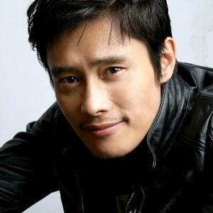 韓国 人気俳優 イ・ビョンホン プロフィール 画像付