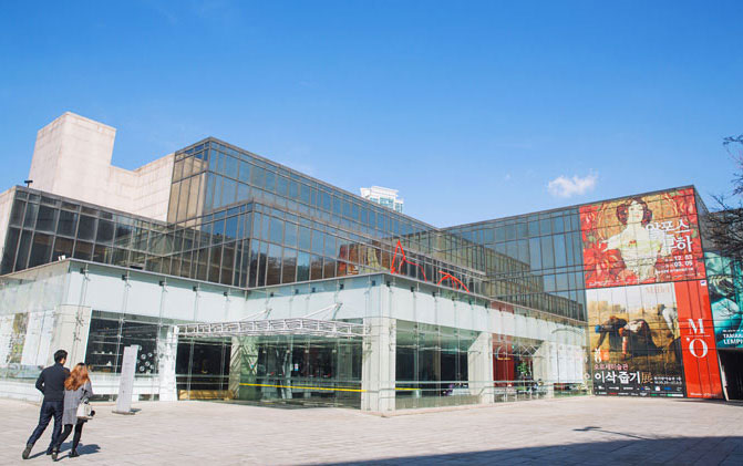 Pleasant sight of contemporary artwork at Hangaram Art Museum in Seoul Arts Center