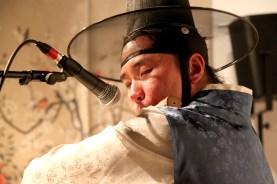 Hwang Dong-yoon playing daegeum