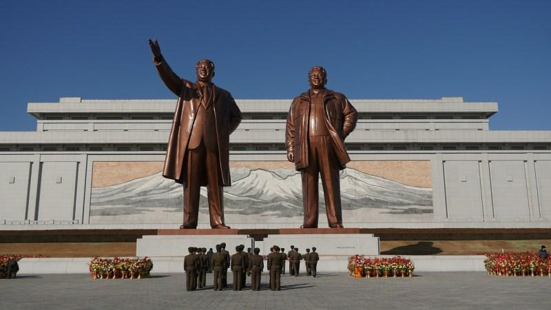 Nordkoreas Kims als Statuen