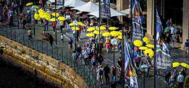 시드니 오페라하우스 앞 펼쳐진 노란우산 물결
