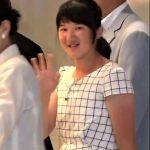 雅子さま、皇太子とペアルック風で帰京、愛子さまのワンピースが可愛い。