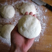 No-Knead Neapolitan-style (Sourdough) Pizza Dough