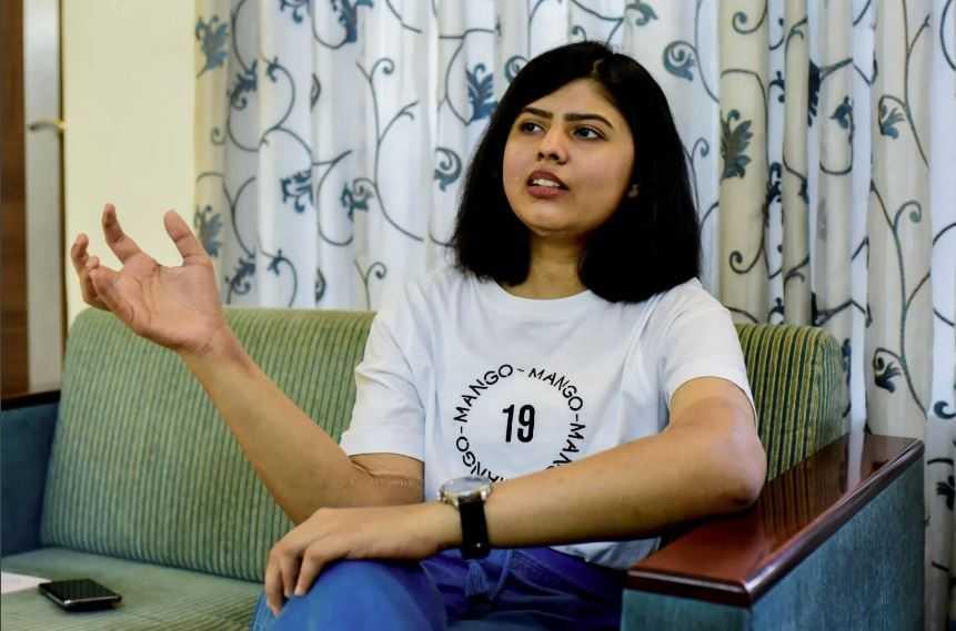 Ещё в 2016 году юная жительница Индии по имени Шрея стала жертвой автомобильной аварии.