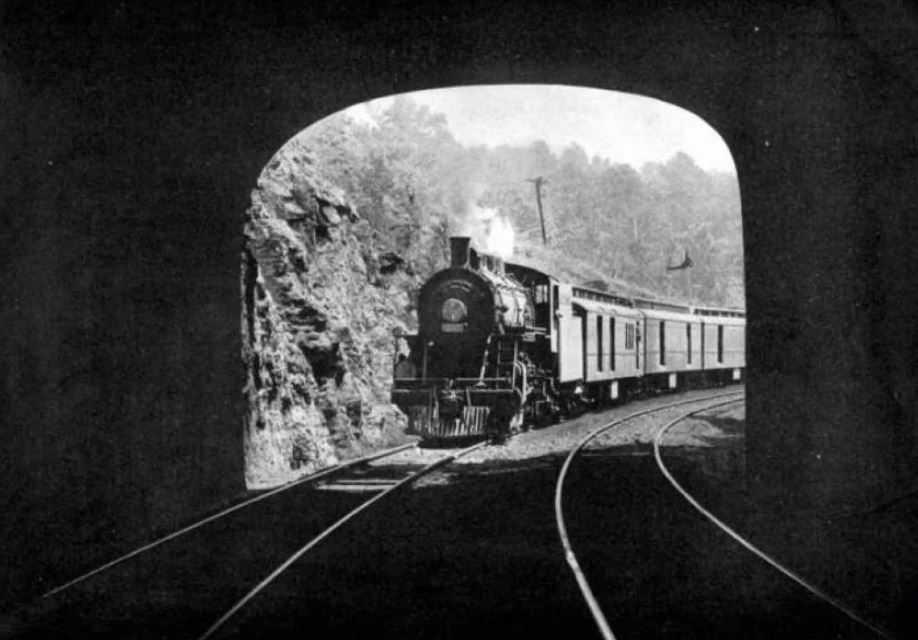 """14 июня 1911 года итальянская компания """"Санетти"""" отправила свой """"Призрачный поезд"""" в далекое путешествие по времени и пространству."""