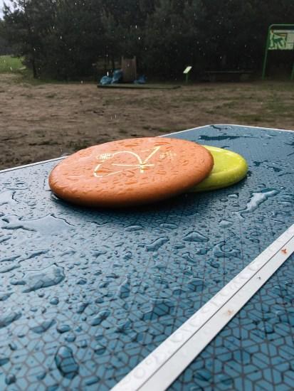 Latające talerze w majowym deszczu.