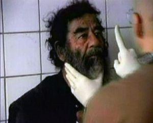 Saddam Hussein nach seiner Gefangennahme