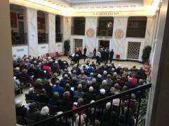 Der var fyldt til bristepunktet da knapt 100 korsangere fejrede den danske komponist N.W.Gades 200 års fødselsdag med et storstilet arrangement i Marmorsalen, Kulturhuset.