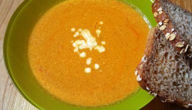 Pomidorowa zupa krem z mango i kurczakiem