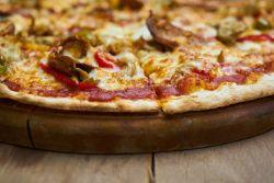 Jak powstał najsłynniejszy placek świata? Poznaj historię pizzy