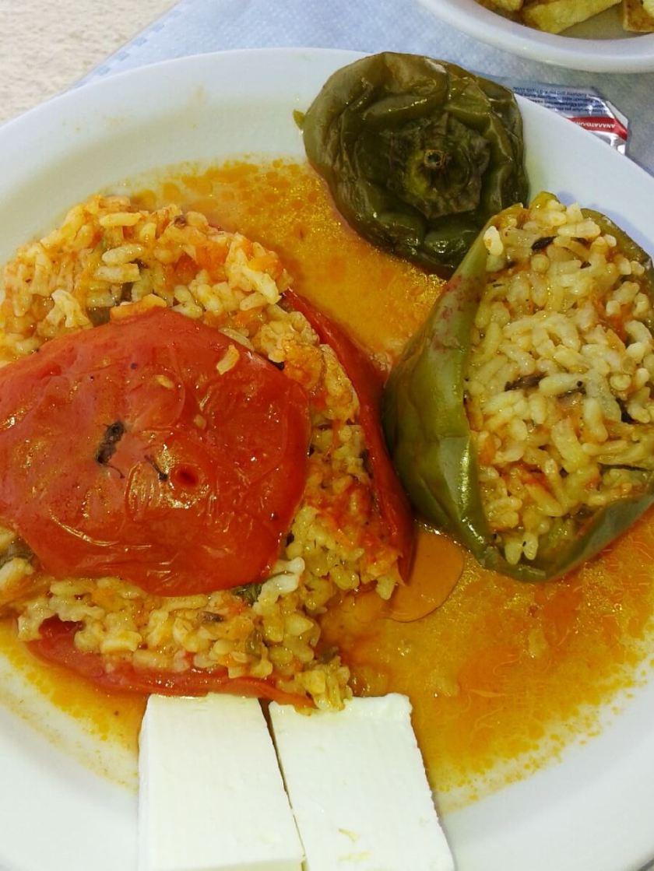 Essen in der Taverne, gefüllte Tomaten