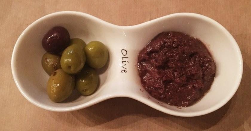 Olivenpaste in der Taverne