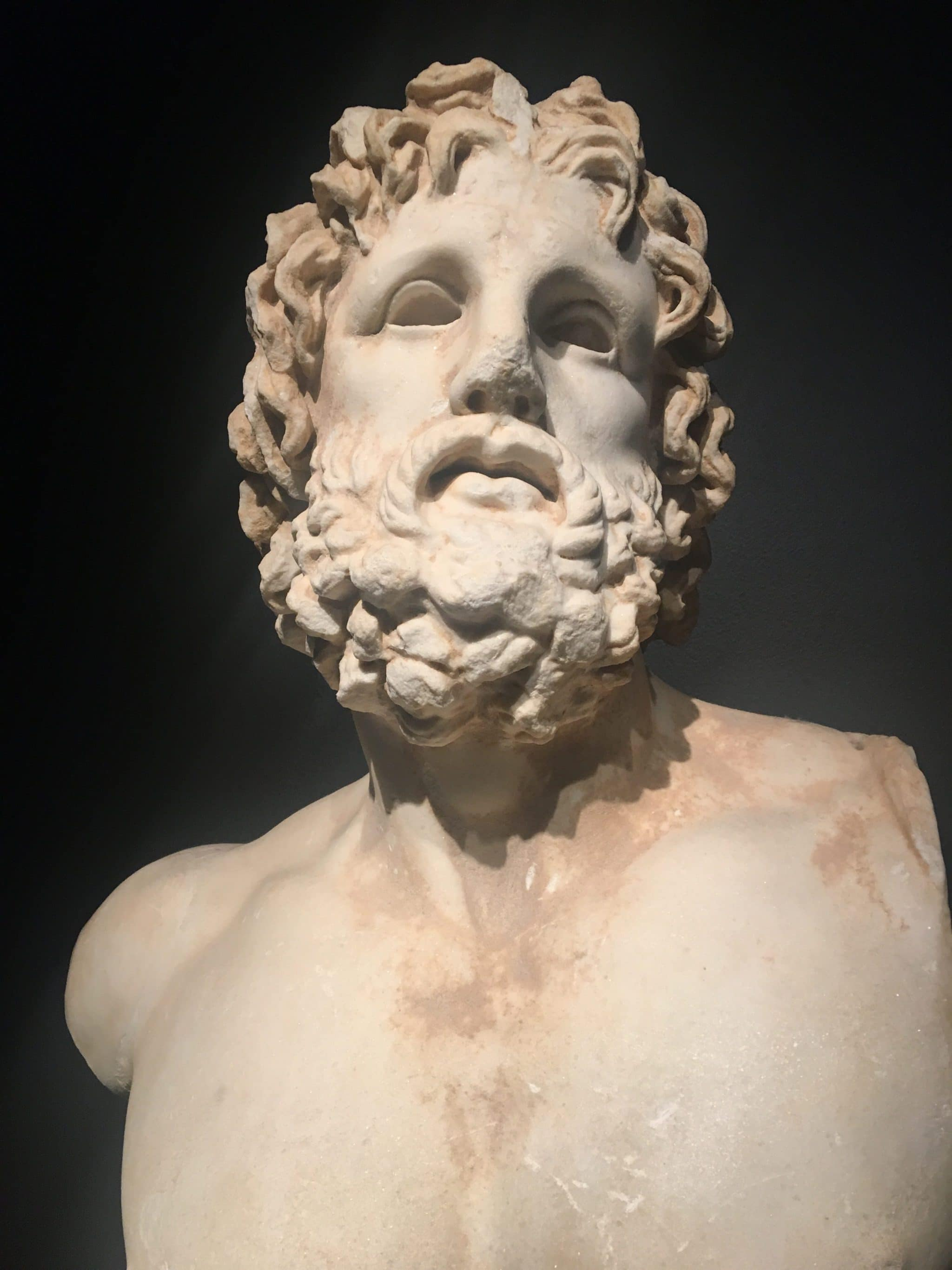 Statue im National Museum Athen