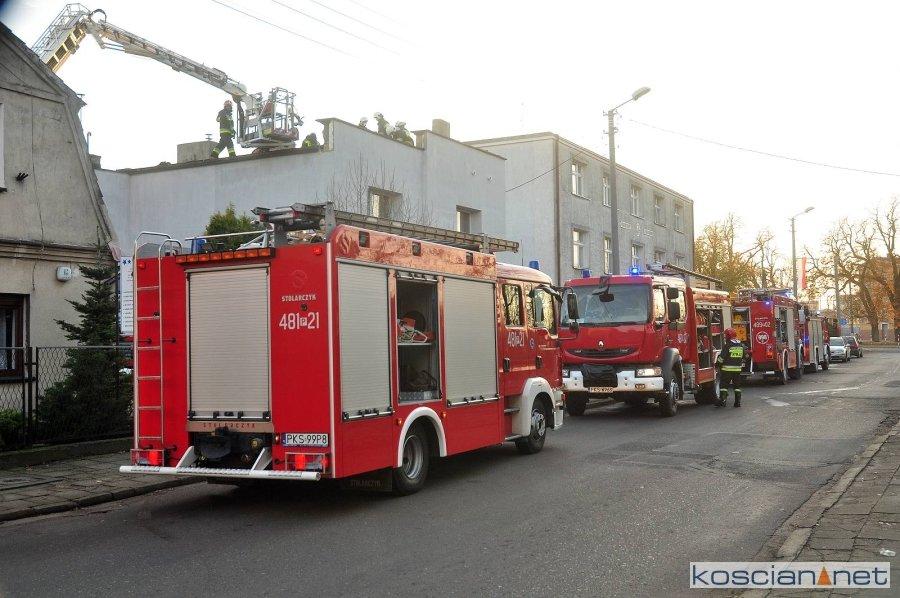 Pożar dachu budynku mieszkalnego