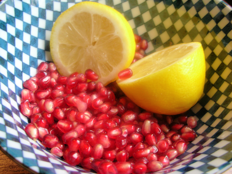 pom seeds with lemon