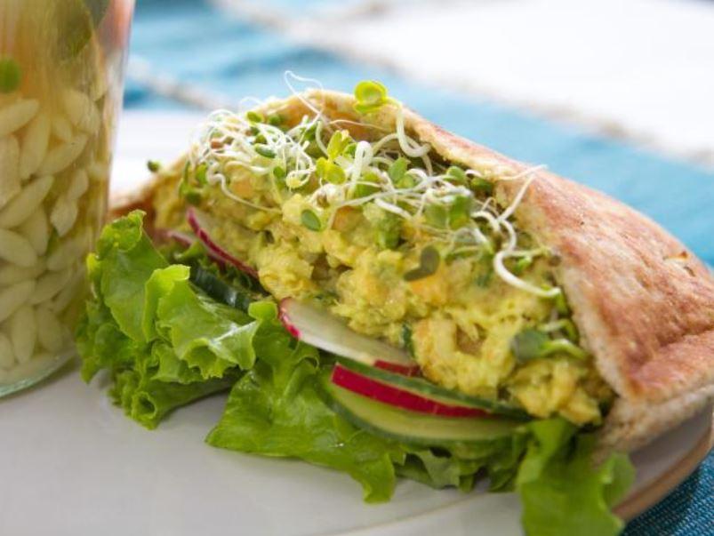 Trisha Yearwood S Smashed Chickpea And Avocado Sandwiches Kosher