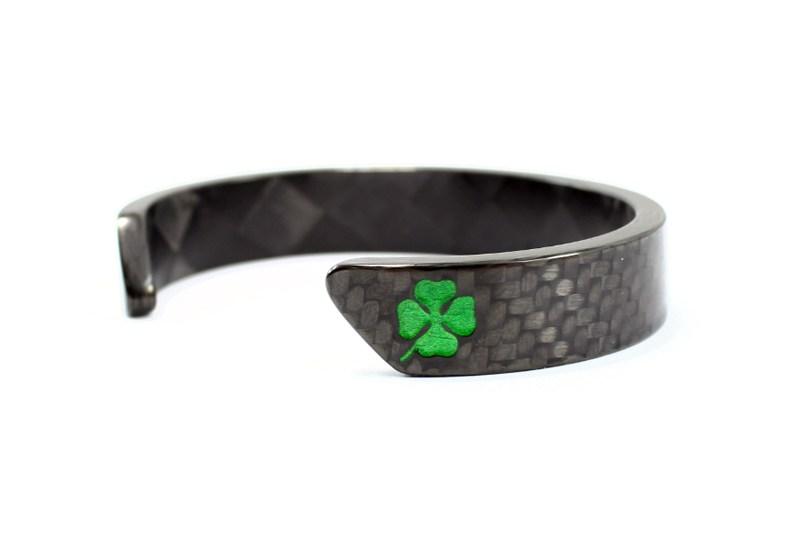 Carbon fiber bracelet with Graven QV Quadrifoglio logo