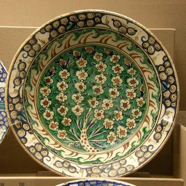 Кераміка міста Ізник, 16 століття. Музей Бенакі, Афіни, Греція