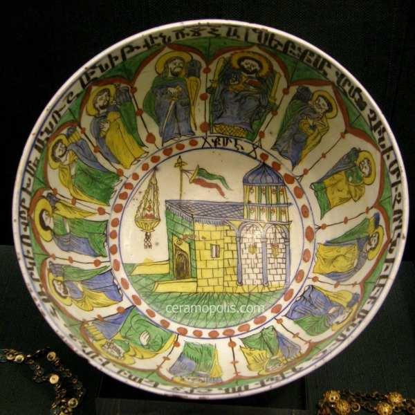 Тарілка з зображенням 12 апостолів, Кютаг'я, XVIII століття. Музей Бенакі, Афіни, Греція.