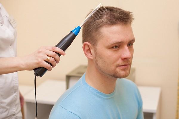 La darsonvalisation peut être effectuée simultanément avec d'autres procédures cosmétiques