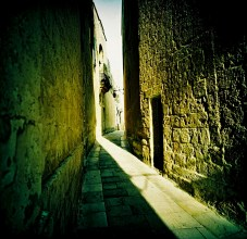 alleyway_light_web