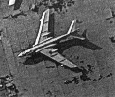Snímek pocházející zhruba z roku 1984. Je na něm zachycený čínský bombardér Xian H-6 odvozený z ruského Tu-16.