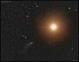Snímek Damiana Peache z doby před těsným průletem. Jak kometa, tak planeta Mars se od nás v té době nacházely ve vzdálenosti 243 milionů kilometrů.