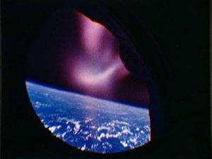 Záběr z okénka Gemini 2 při návratu do atmosféry