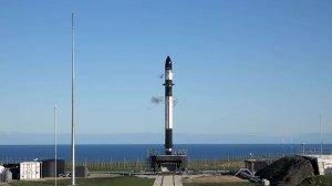 Raketa Electron na startovní rampě.