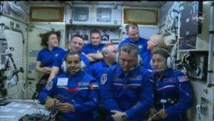Po dobu jednoho týdne byly u ISS tři lodě Sojuz a devět lidí.