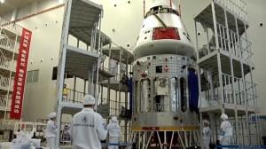 Nová kosmická loď během příprav na start.